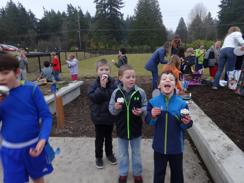 Ben and his buddy Eli played soccer the whole time. They are loving the cupcakes!