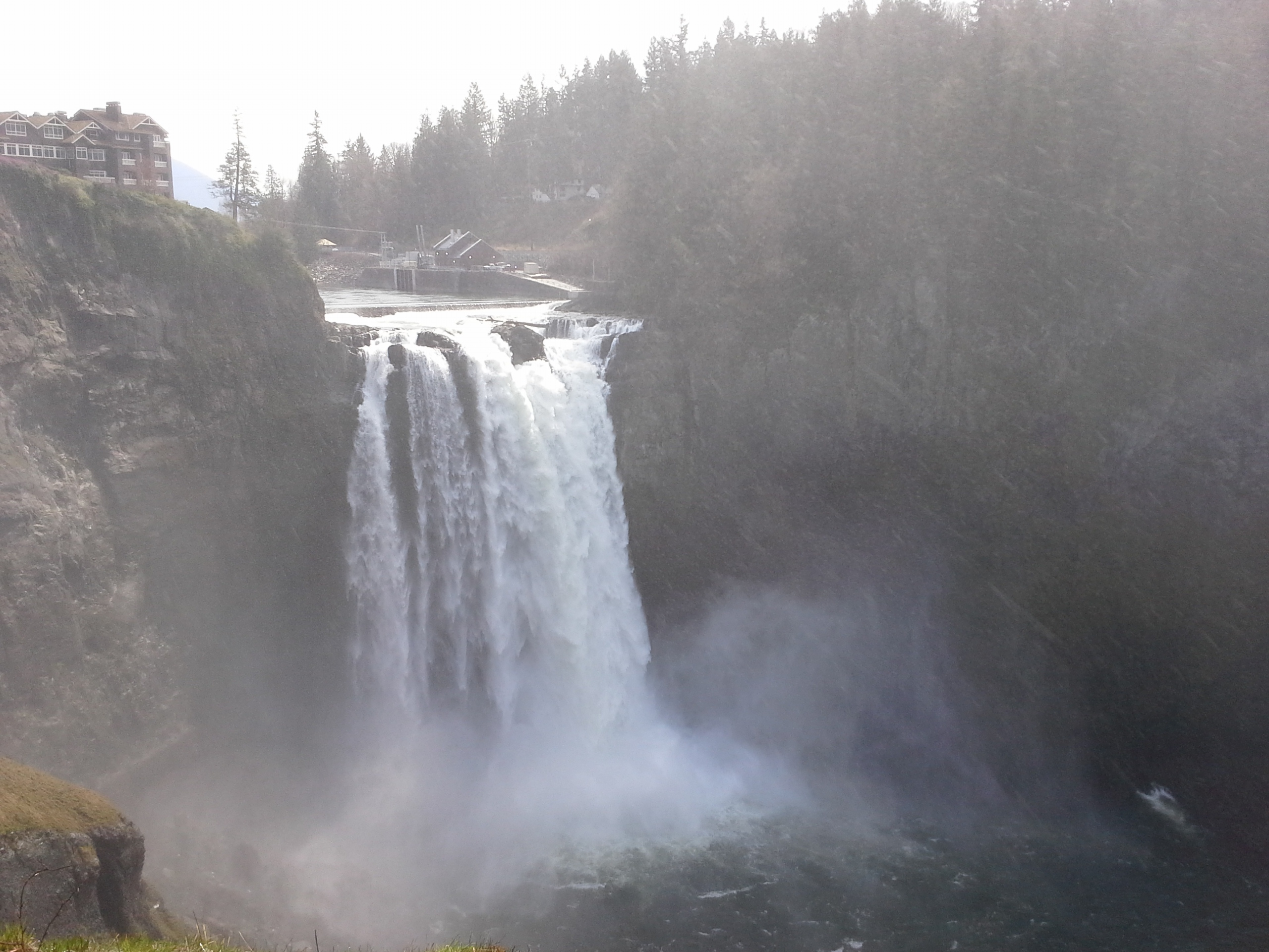 A trip out to Snoqualmie Falls with the family! We've been meaning to go here forever. It's about 30 min east of Seattle.