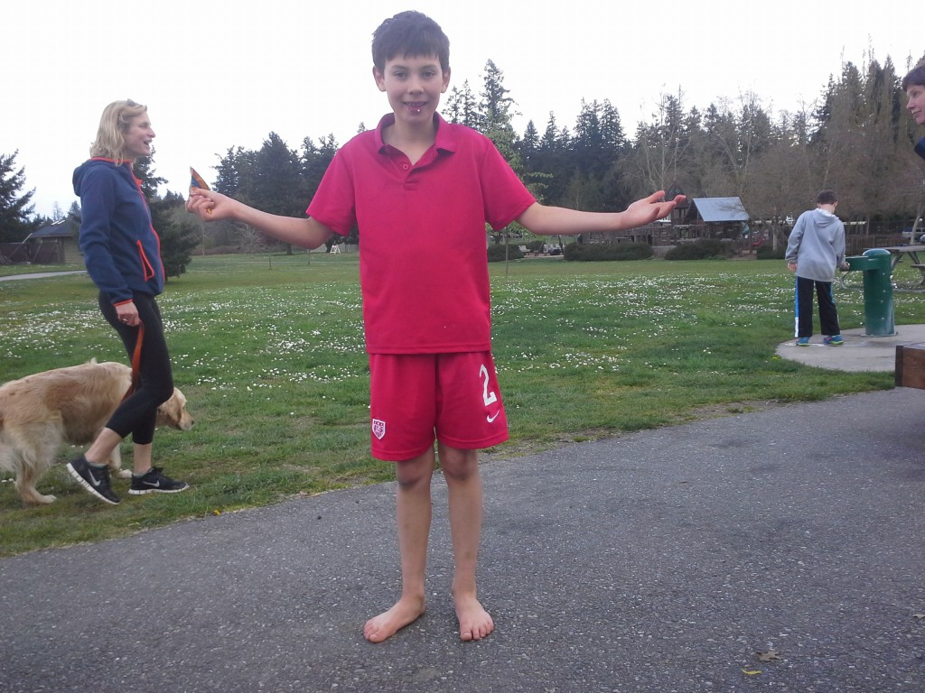 Finn joined in, no shoes! Go, Hawaiian boy!