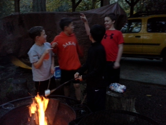 An impromptu Wed fire, hockey shootout, s'mores before dinner, and pizza supplied by the fabulous Larry, Eli's stepdad. Thank you, Larry!